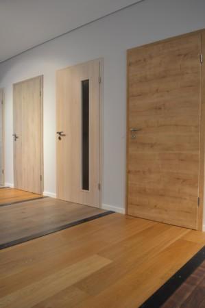 Böden und Innentüren aus Holz