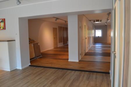 Ausstellung für Türen und Böden in Heek
