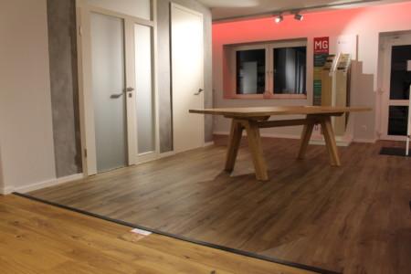 Individueller Holztisch in der Ausstellung für Inneneinrichtung