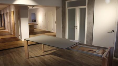 Türen, Böden und Tische aus Holz