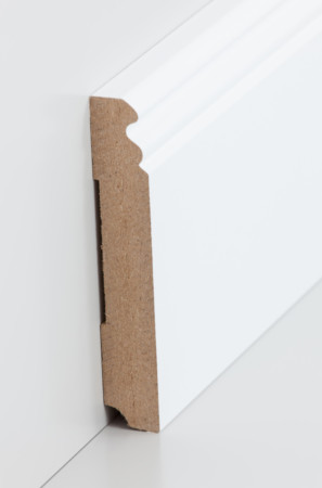 Sehr hohe Sockelleiste mit dekorativen Rillen in weiß (719.115)