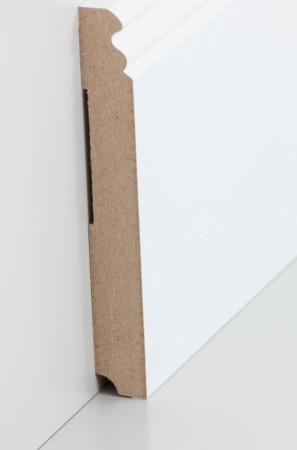 Sehr hohe Sockelleiste mit dekorativen Rillen in weiß (719.145)