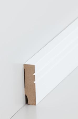 Flache Sockelleiste mit schmalen Rillen in weiß (721.1558)