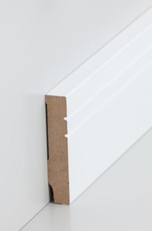 Flache hohe Sockelleiste mit schmalen Rillen in weiß (721.1580)