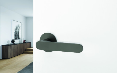 Kaschmirgraue Türklinke (Griffwerk AVUS Piatta S smart2lock)